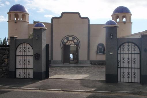 Villa in arabisch-kanarischem Stil mit herrlichem Meerblick, Garten und Swimmingpool auf großem Grundstück