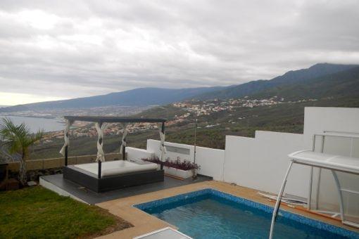 Moderne Villa mit herrlichem Meerblick, Pool und elegantem Design