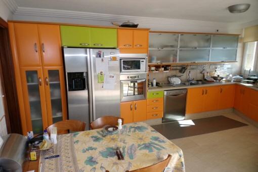Einbauküche mit Essplatz