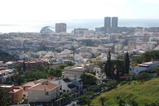 Fantastische Aussicht von der Terrasse über Santa Cruz
