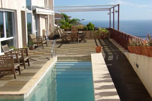 Terrasse mit Teakholz-Boden