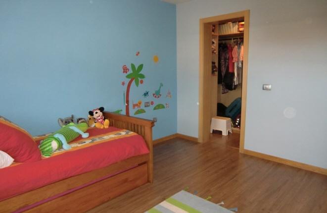 Weiteres Schlafzimmer mit Einzelbett