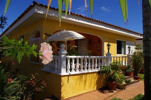 Weitere Terrasse am Eingang des Hauses