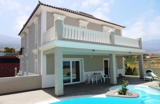 Neuwertiges Haus nahe Puerto de la Cruz mit Pool und Meerblick