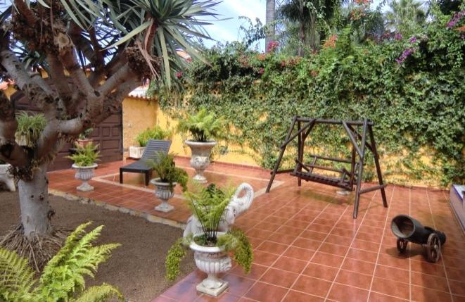 Gut gepflegtes Haus mit Garten, Gasthäuschen und Außenküche im ruhigen San Nicolas