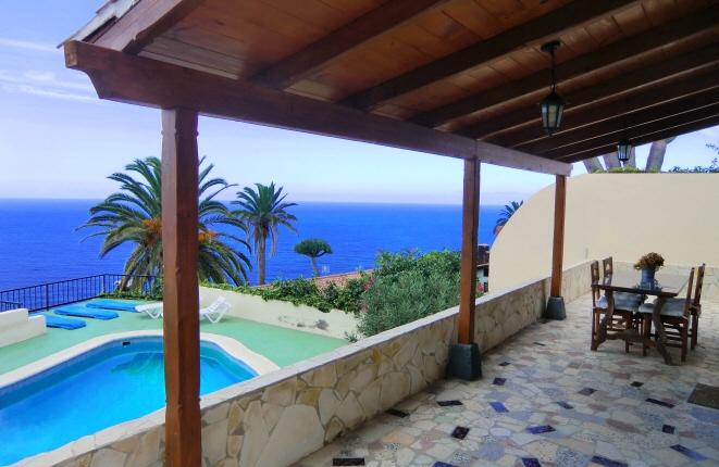Charmantes Haus mit großem Grundstück, Gästehaus, Pool und Meerblick in San Vicente