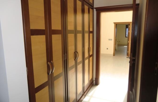 Viel Schrankraum im Korridor