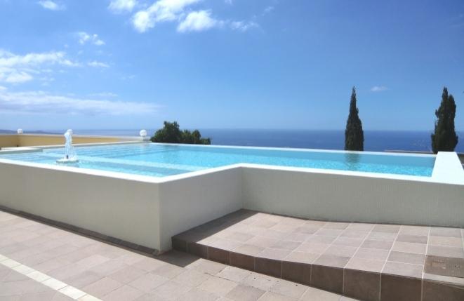Faszinierend große Villa mit eigenem Pool, Blick auf das Meer, die Berge und La Gomera