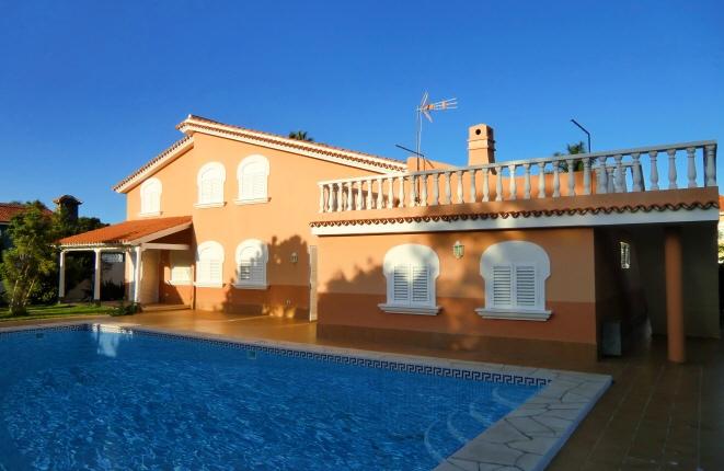 Ideales und neuwertiges Eigenheim in perfekter Lage mit grandiosem Pool