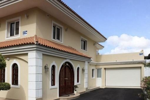 Luxuriöse Villa in Arona mit Panoramablick