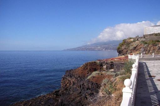 Der Meerblick und die Küstenlandschaft