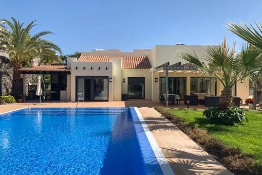 Neuwertige, ebenerdige Villa mit Meerblick und großem beheiztem Swimmingpool auf La Gomera