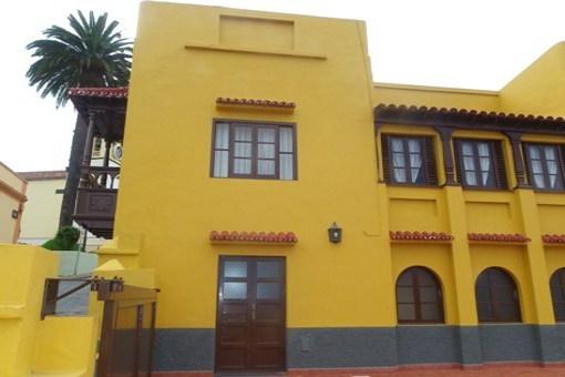 Kanarisches Stadthaus mit großen Terrassen, Garten und super Meerblick