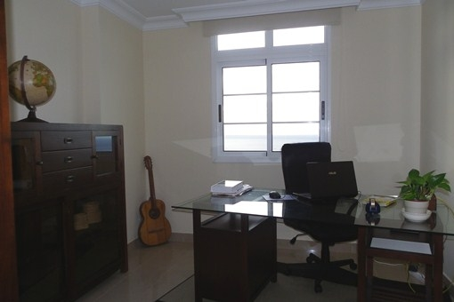 Das Arbeitszimmer, ebenfalls mit Meerblick