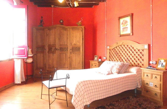 Schlafzimmer mit detailgetreuer Rekonstruktion und historischer Decke