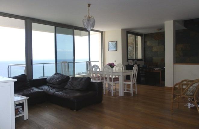 Wohnzimmer mit Essbereich und gemütlicher Nische