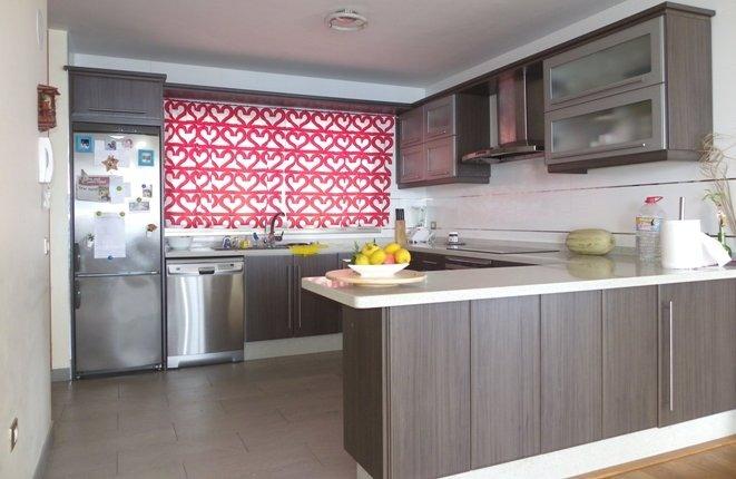 Moderne Küche mit viel Platz