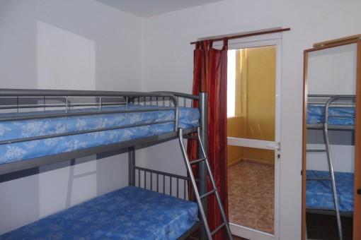 Ein weiteres Schlaffzimmer mit einem Hochbett