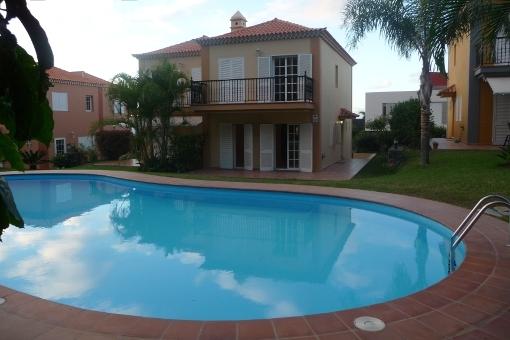 Sehr gepflegte Doppelhaushälfte mit Pool in La Quinta
