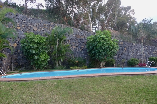 Gepflegter Garten mit Gemeinschaftspool