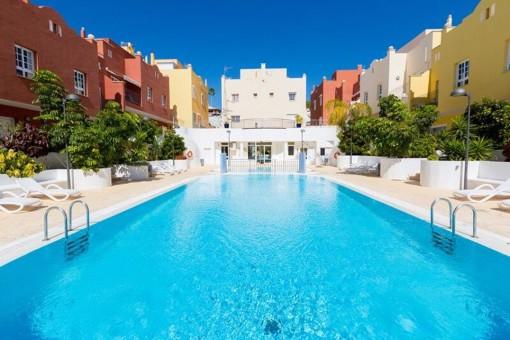 Duplex-Haus mit Schwimmbad, Sauna, Fitnessraum, 2 Terrassen mit Liegewiese und Grill