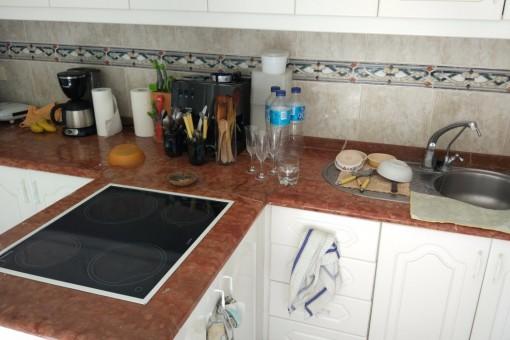 Offene Küche mit Zugang zum zweiten Patio und zum Wohnzimmer