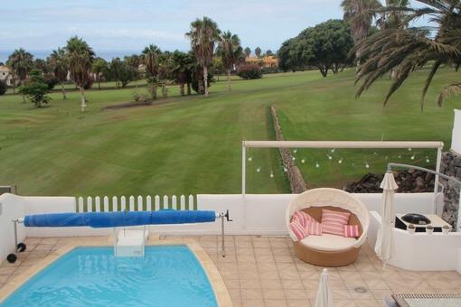 Costa Adeje: Moderne Luxusvilla mit Meerblick, Pool und großen Terrassen