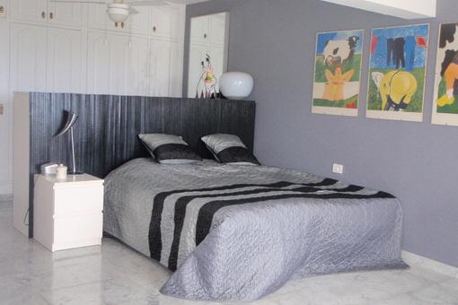 Modernes Schlafzimmer mit Einbauschrank