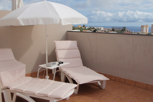 Luxuriöses Stadthaus mit großen Terrassen, Meerblick und Swimmingpool in Callao Salvaje