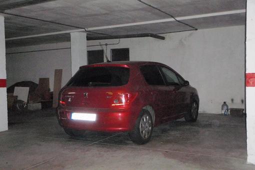Zwei Parkplätze in der Tiefgarage