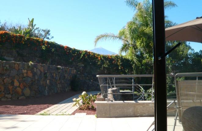 Terrasse vor dem Gästehaus mit Blick auf den Teide