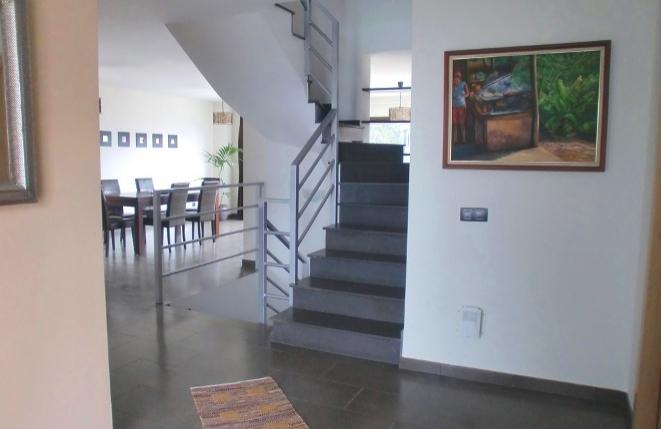 Blick auf die Treppe und das Esszimmer