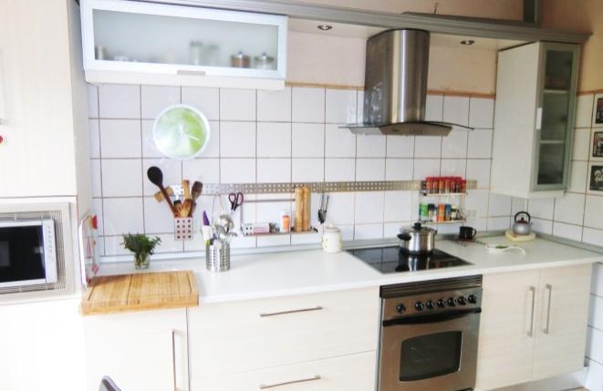 Helle, voll ausgestattete Küche