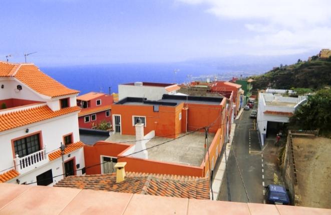 Schönes Reihenhaus mit Dachterrasse und grandiosem Tal- und Meerblick