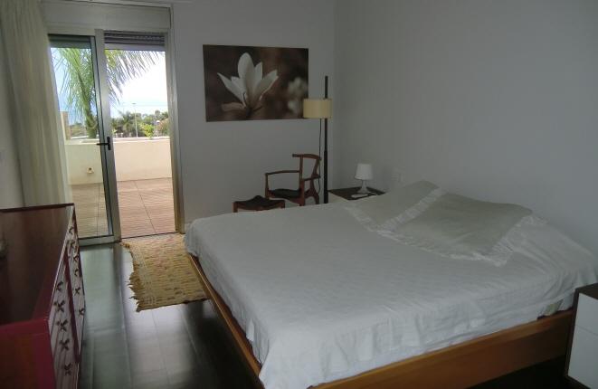 Schlafzimmer und Terrasse mit Meerblick