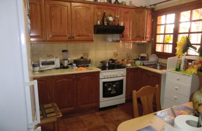 Voll ausgestattete Küche mit viel Stauraum