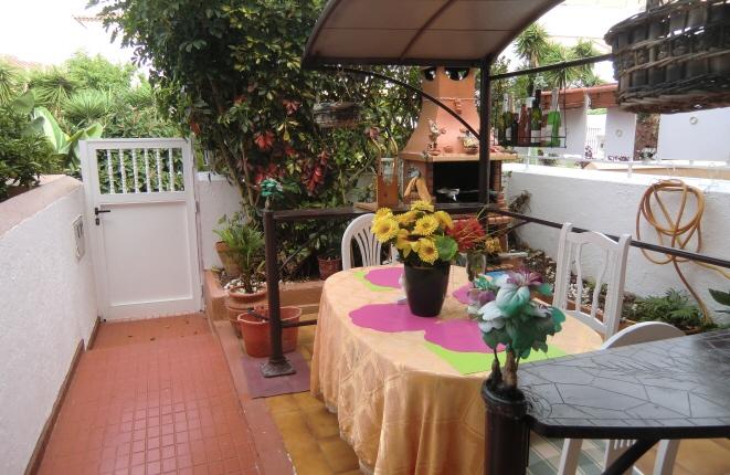 Terrasse mit eigenem Steingrill