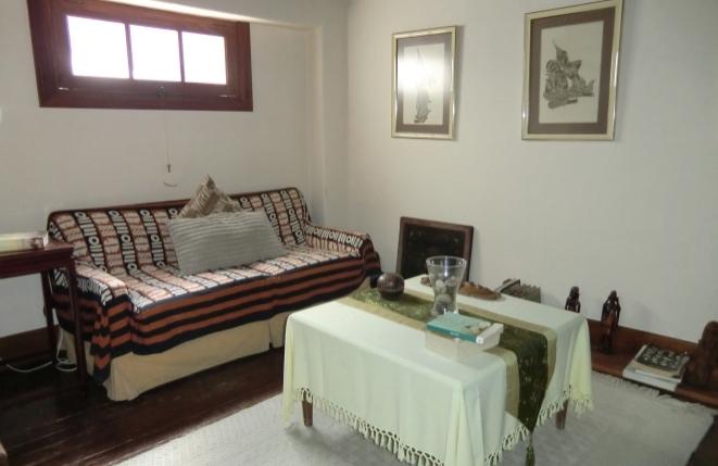 Gemütliche Ecke mit Couch und Beistelltisch