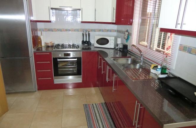Neuwertige und voll ausgestattete Küche