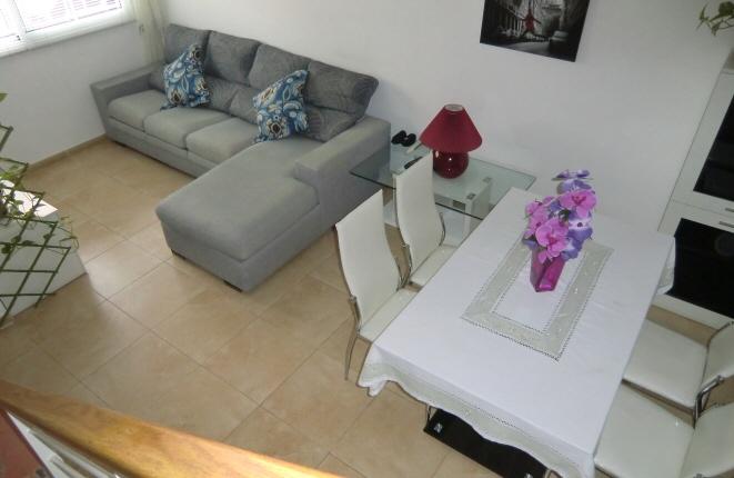 Modern Eingerichtetes Wohnzimmer Mit Essbereich