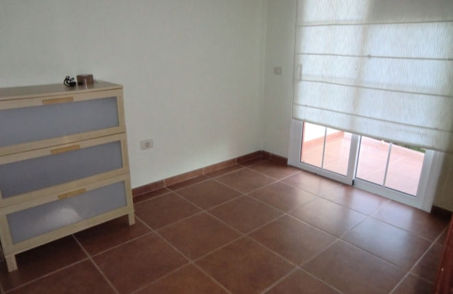 Eines der Schlafzimmer mit Balkon