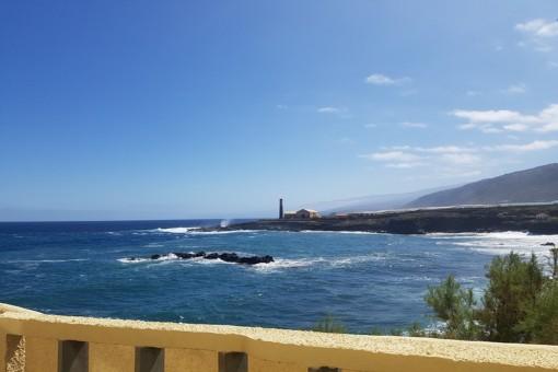 In erster Reihe zum Meer in Los Silos: Apartment mit großer Terrasse und Pool