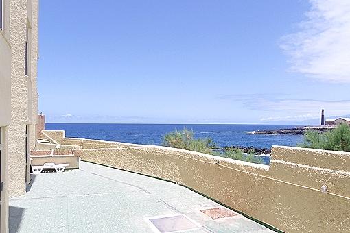 In erster Reihe zum Meer in Los Silos: 4 Appartements mit großer Terrasse und Pool
