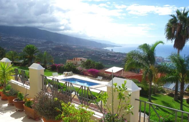 Santa Úrsula: Großes Appartement mit Humboldt-Meerblick sowie viel Raum, Terrassenfläche und Licht