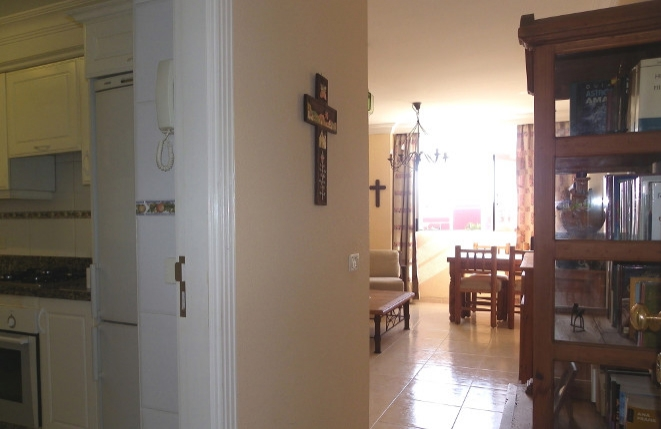 Ein Blick zum Wohnzimmer und zur Kuche