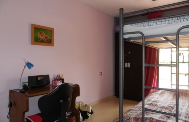 Zweites Schlafzimmer mit Zugang zur Terrasse