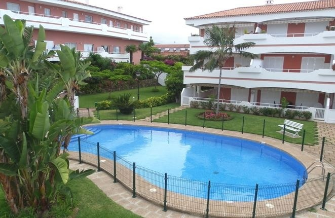 Möblierte 2 Zimmerwohnung mit großer Terrasse, Meerblick und Garage in La Paz