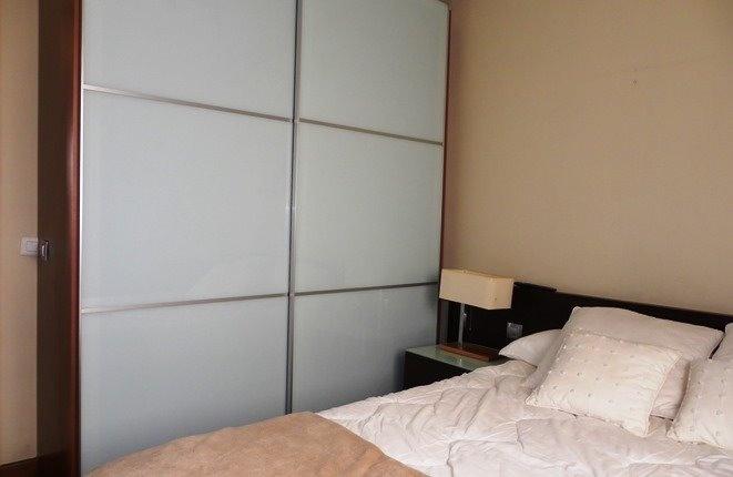Großer Schrank im Schlafzimmer