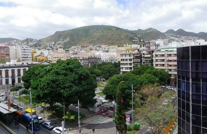 Plaza Weyler: Helle Wohnung mit Balkon und schönem Blick in die Berge und bis zum Meer