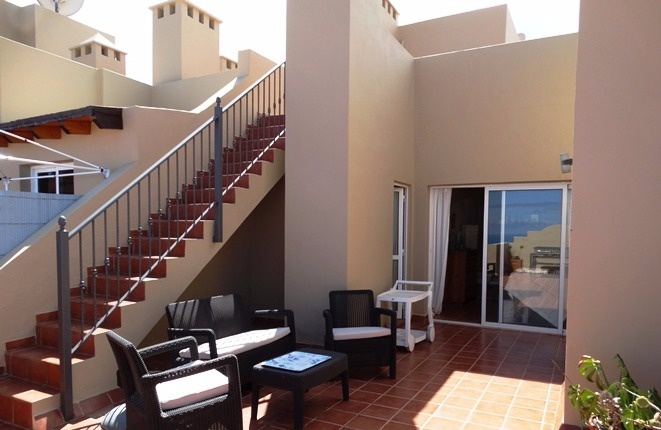 Terrasse am Salon und Aufgang zur Dachterrasse